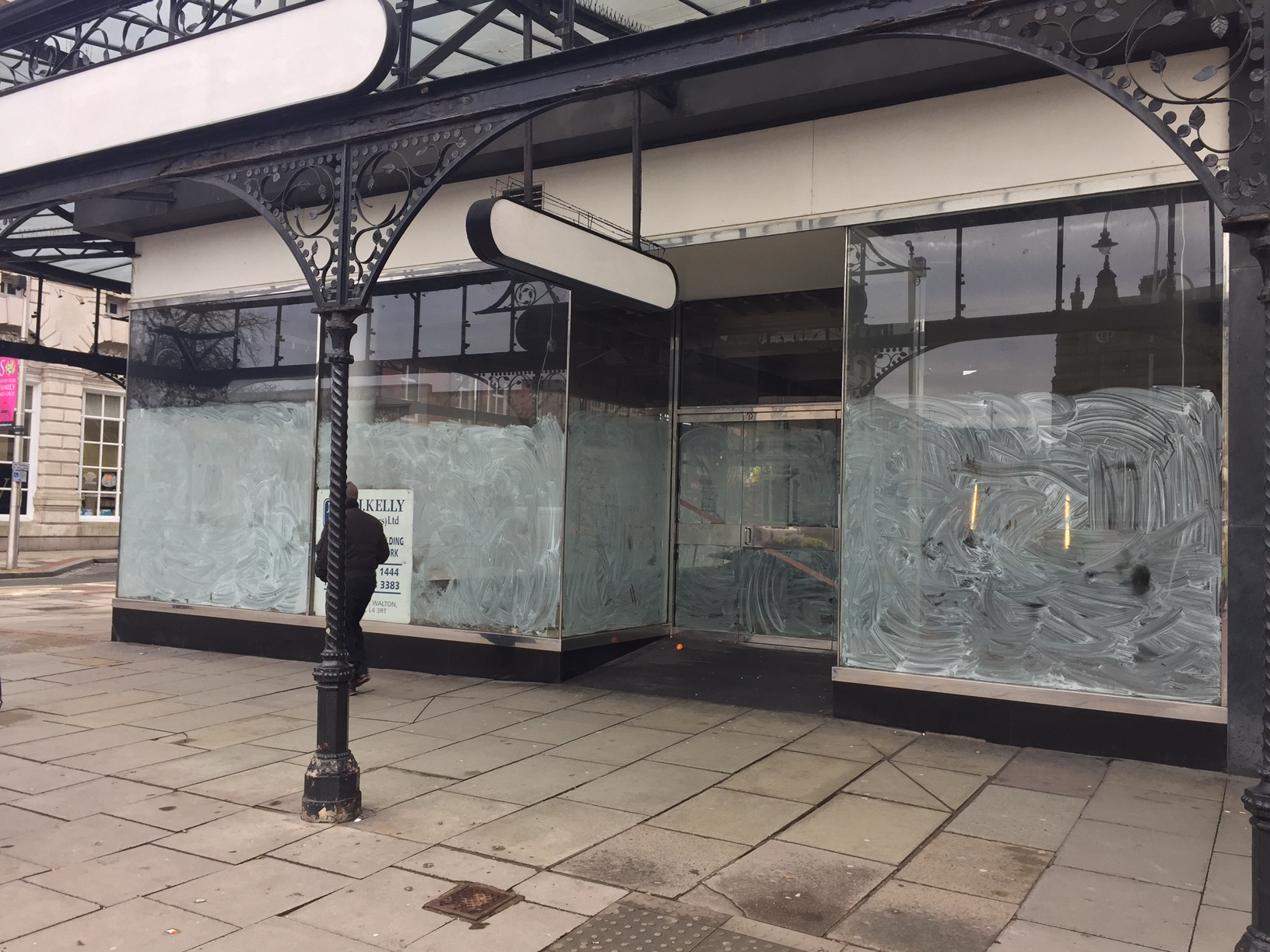 Work starts to turn former shoe shop into French eatery