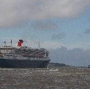 Queen Mary2 leaves Liverpool to continue her cruis